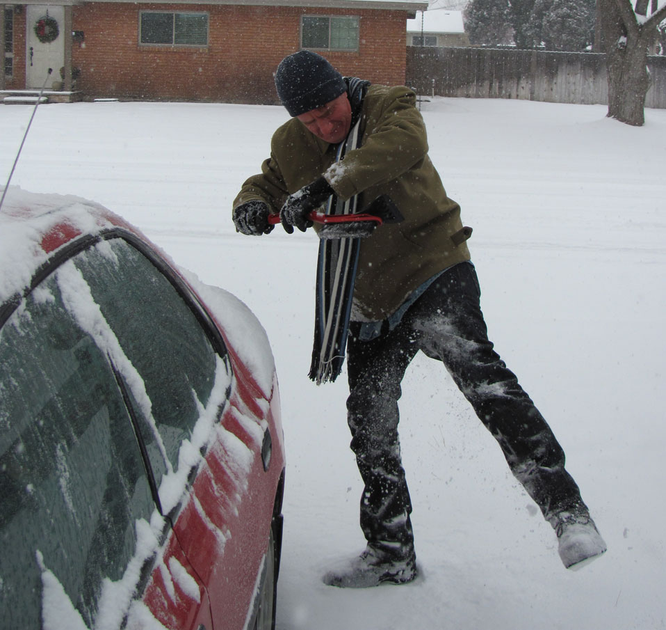 Fang clears snow from the car